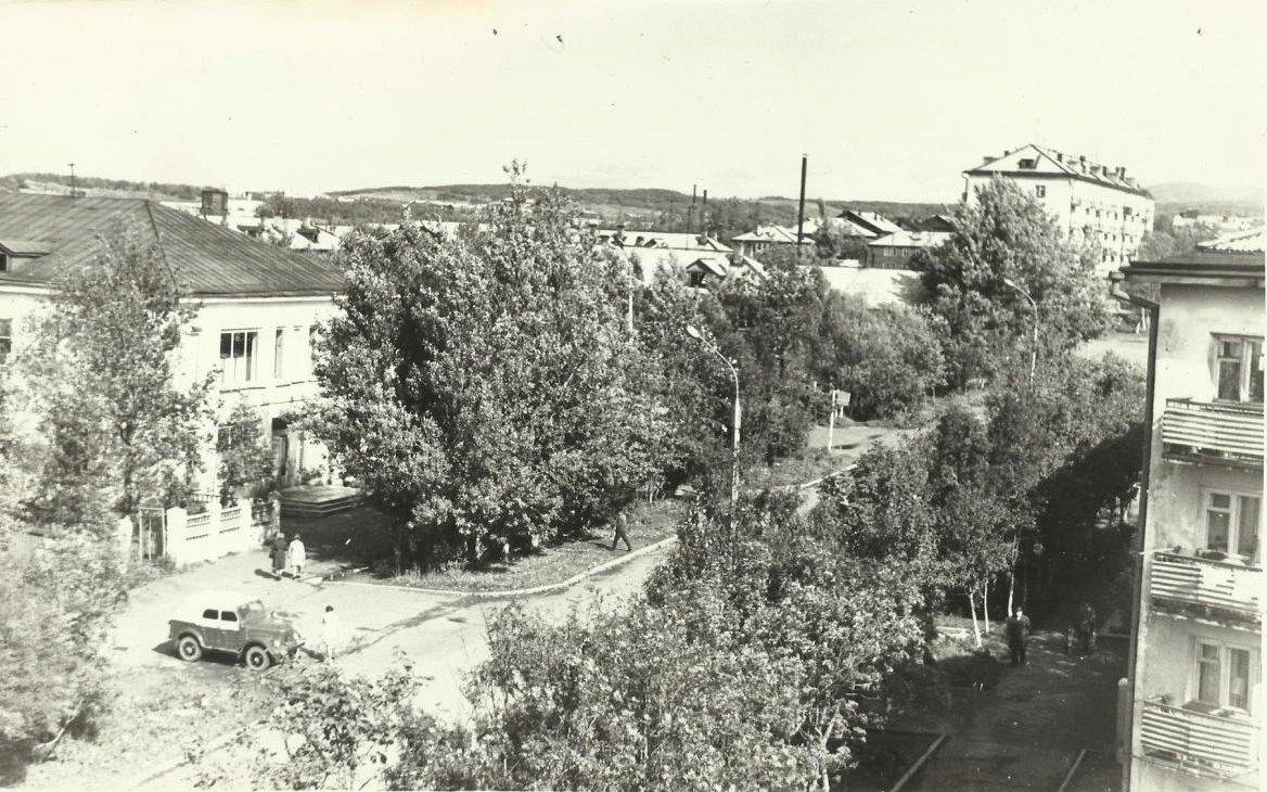 Улица Дзержинского. Весна