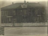 Дом Когиза (книжный магазин) стоял на против мэрии