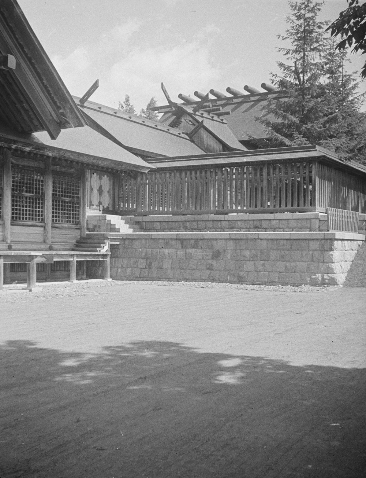Серия снимков. 3 из 3. Храм Карафуто-дзинзя в Тоехаре