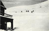 Катание на лыжах на склоне горы Асахигаока