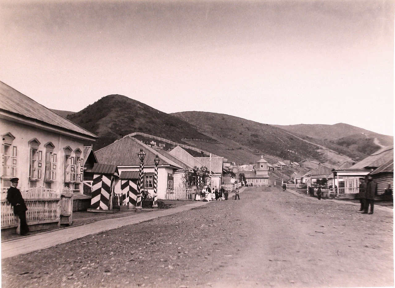 Вид на пост Дуэ со стороны моря. Главная улица. В центре виднеется церковь.