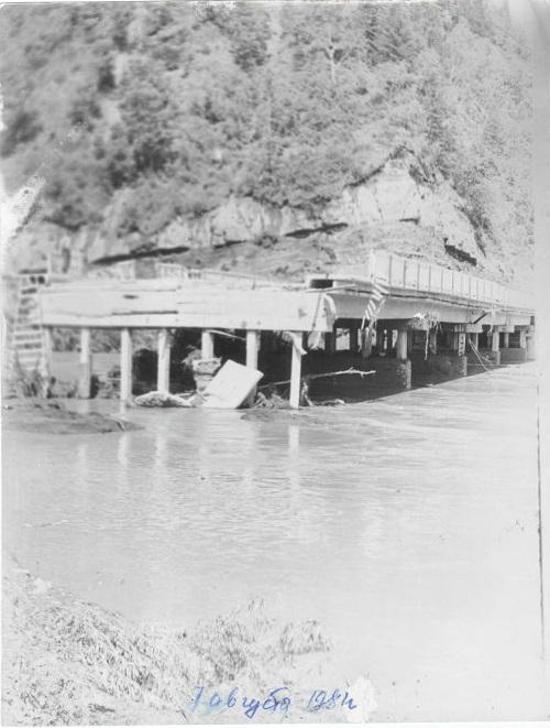 Мост пострадавший от тайфуна Филлис в с. Огоньки. 7 августа.