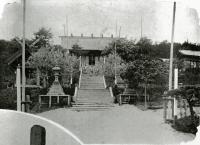 Вид на зал поклонений храма Анива дзинзя